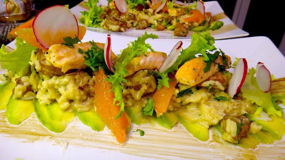 Avocado mit Lauwarmer Garnelen Lachs Thaisalat